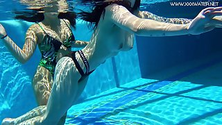 Duo topless swimming babes Diana Rius and Sheril Blossom stance tricks under the water