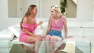 Abigail Mac persuades their way band together Chloe Cherry for a nude massage