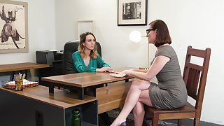 Pornstars Sovereign Syre & Jade Nile having coitus on the office provisions