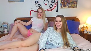 Bungler lesbian camgirls going to bed